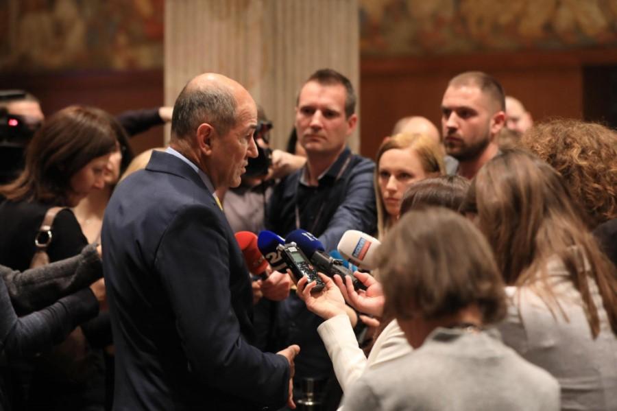 Ko o medijih govorijo levičarji, vse prikazujejo tako, kot da obstajajo samo tisti, ki so naklonjeni njim. Težava je v tem, da je levi politični sceni naklonjenih več kot 75% slovenskih medijev.