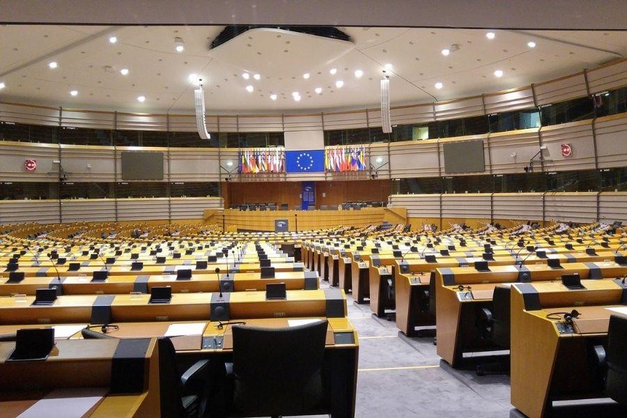 V Evropskem parlamentu je potekala razprava o poskusih utišanja svobodnih medijev. Na seznamu se je poleg Poljske in Madžarske po silovitem prizadevanju in lobiranju evropskih poslank iz Slovenije, Joveve in Fajonove, znašla tudi Slovenija.