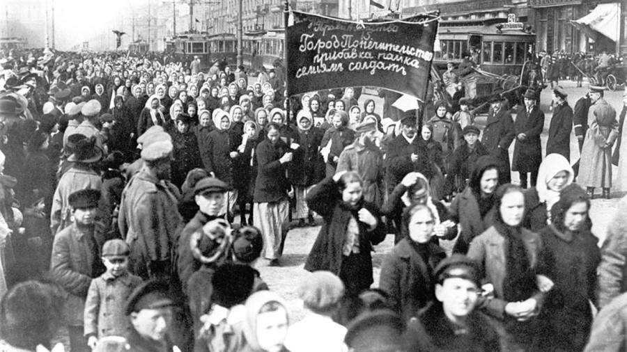 V državah sovjetskega bloka se je Dan delovnih žena praznoval 8. marca od leta 1917.