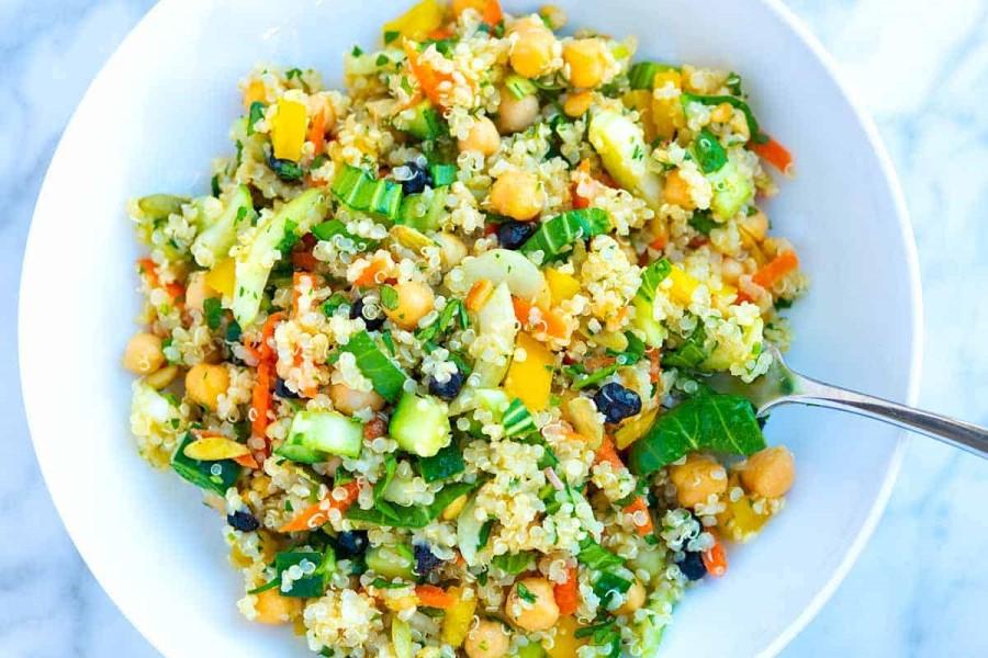 Solata s kvinojo.