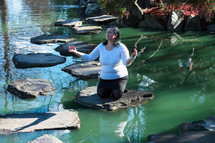 Če so meditacije tiste, ki vas napolnijo in vam dajo polet, meditirajte. Če vas joga, uravnavanje čaker umirja, ni nič narobe.