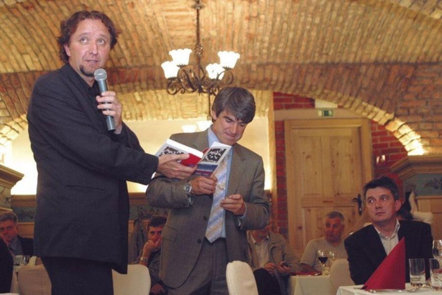 Dr. Milan Balažic na predstavitvi prvega dela trilogije Slovenska demokratična revolucija 1986–1988, v kateri opisuje vlogo ZSMS in civilne družbe pri osamosvajanju Slovenije. Vir slike: Mladina.si.