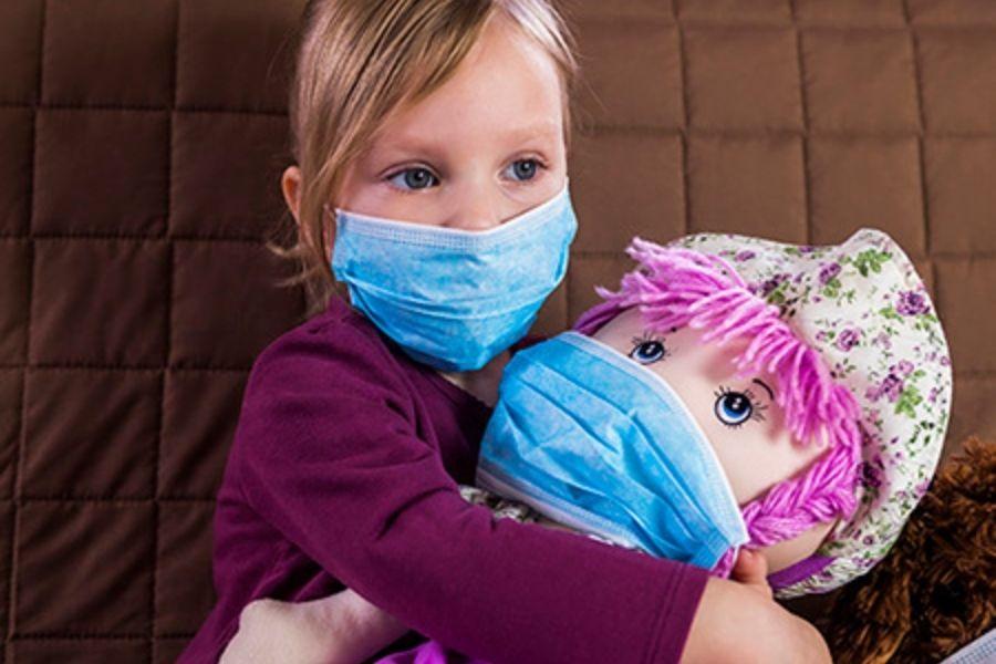 Stroka  je sicer glede nošenja mask enotna: prednosti nošenja maske so zagotovo večje od potencialne škode, vendar le, če masko dejansko nosimo na obrazu tako, da so pokrita nos in usta.