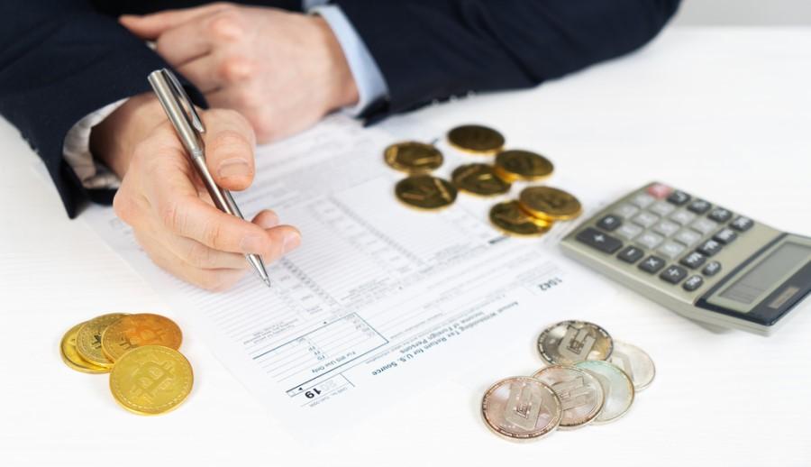 Dohodek, ki ga posamezniki dobijo v obliki bitcoinov in drugih kriptovalut (npr. dohodek od zaposlitve), je obdavčen z dohodnino.