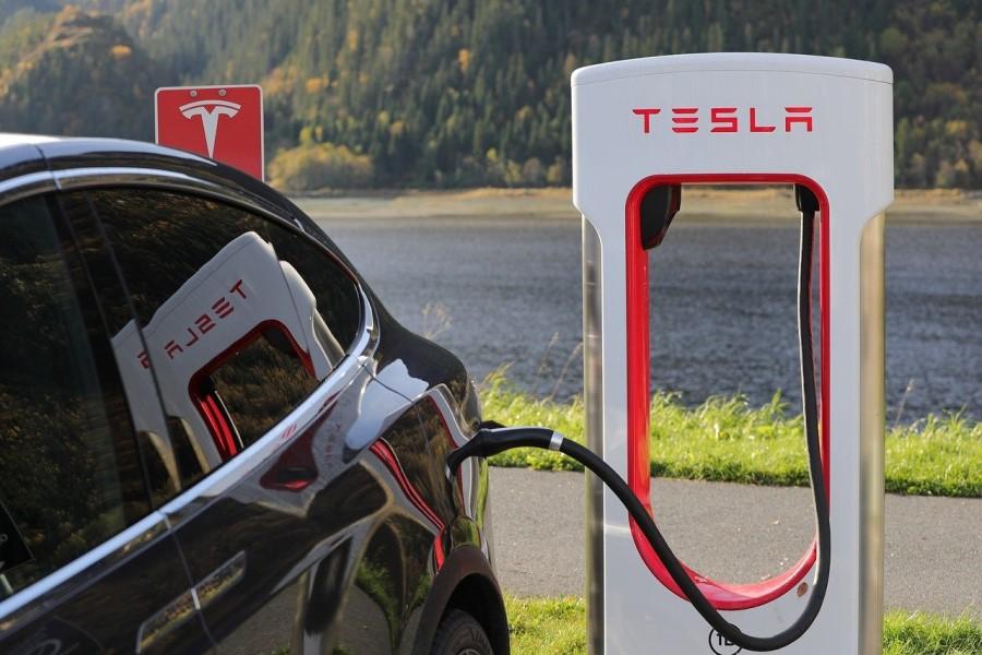 Električni avtomobil Tesla.