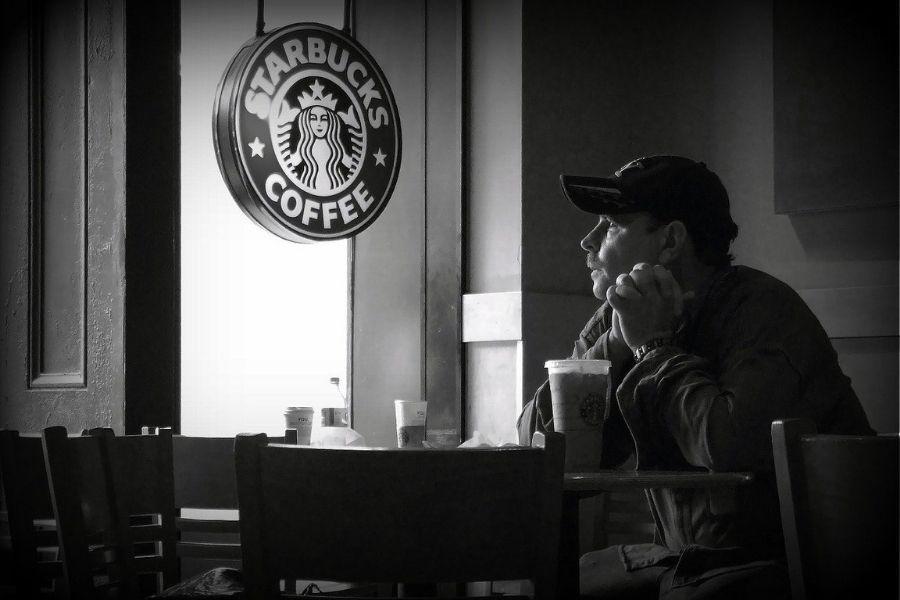 Leta 1983 je Howard odpotoval v Italijo, kjer so ga očarale pristne italijanske kavarne in romantika v doživetju kave. Imel je vizijo, da bi italijansko kavarniško tradicijo pripeljal nazaj v Združene države Amerike. Vir slike: Pixabay. Foto: Lubos Houska.