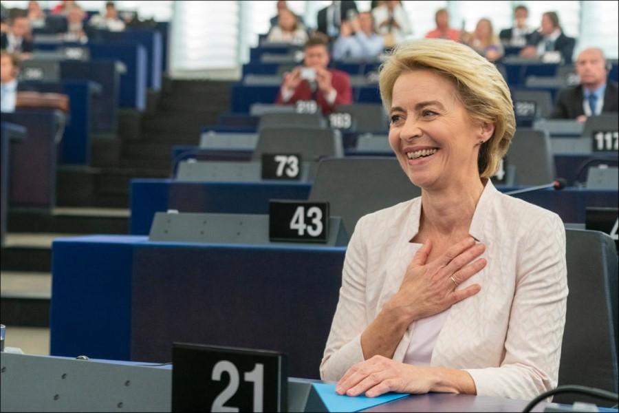 Liberalni predsednik Evropskega sveta Charles Michel v Turčiji ni protestiral zoper zavestno ponižanje predsednice Evropske komisije Ursule von der Leyen.