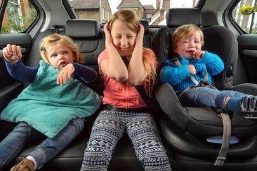 Naj vas ne ustavi že prvo jutranje pritoževanje. Pohodništvo je lahko krasen družinski šport. Vir slike: Sunshinehouse.com.