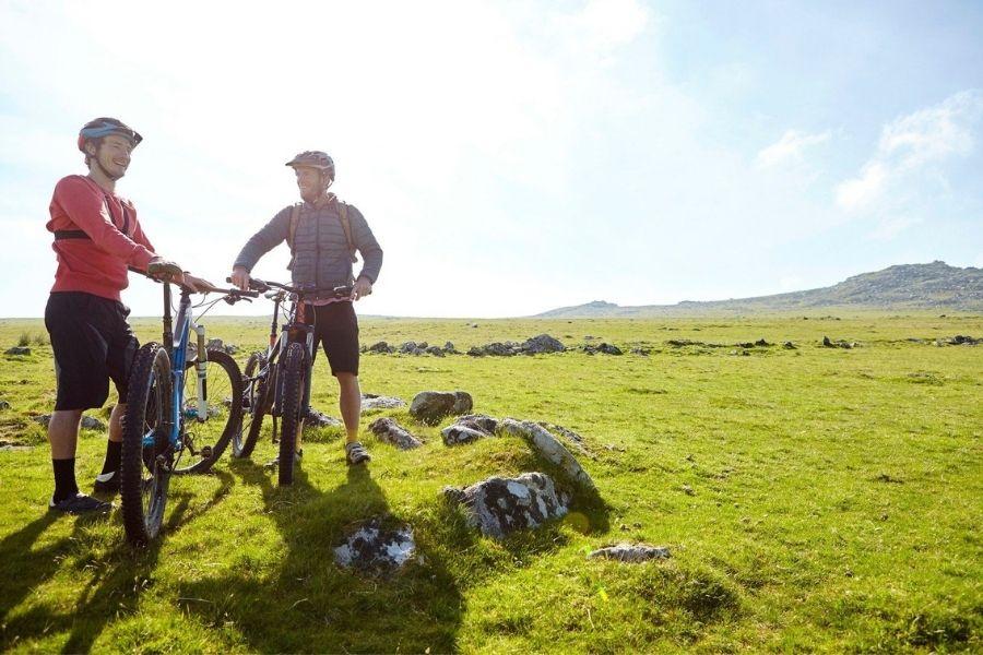 Če radi kolesarite, potem je savinjska regija pravšnja za izlete s kolesom. A pozor: vožnja s kolesom po markiranih planinskih poteh je lahko nevarna in je hkrati tudi prepovedana. Vir slike: Aktivni.si.