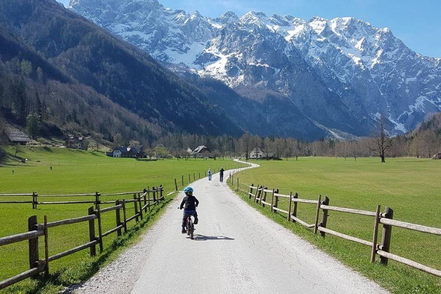 Logarska dolina je odlična destinacija za družine z otroki. Vir slike: Druzinski-izleti.si.