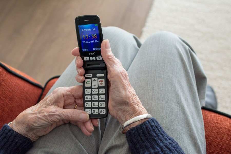 Kako izbrati ustrezen mobitel za starejše?