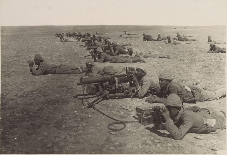 Sovjetska Rusija je sklenila dokončni mir s Turčijo.