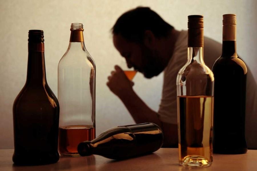 Pandemija covida-19 je vplivala in še vedno vpliva na pogostejše oz. bolj intenzivno pitje alkohola.