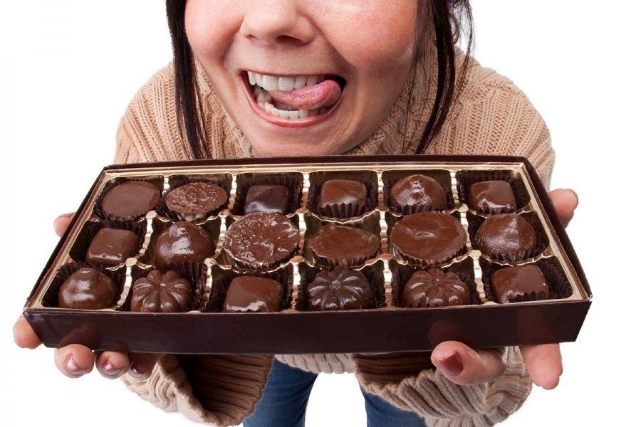 [ODPEVANE NOVICE]: Čokolada bolj škodljiva kot AstraZeneca
