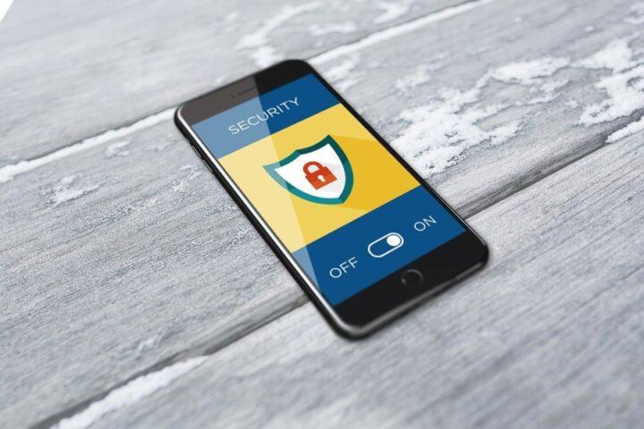 Nevarnosti, ki jih prinaša uporaba mobilnih naprav, in kako se jim izogniti