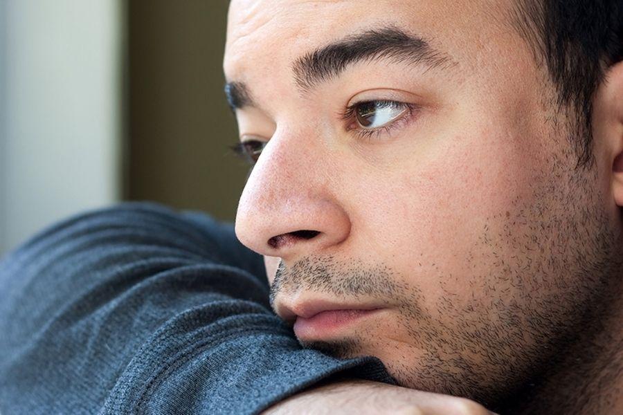 Osebe z avtizmom težko najdejo delo in so pri iskanju zaposlitve odvisne predvsem od pomoči nevladnih organizacij, kot so centri in društva za avtizem. Večina avtistov je odvisna od  prihodkov  družine  in  socialne  pomoči. Vir slike: ct.counseling.org.