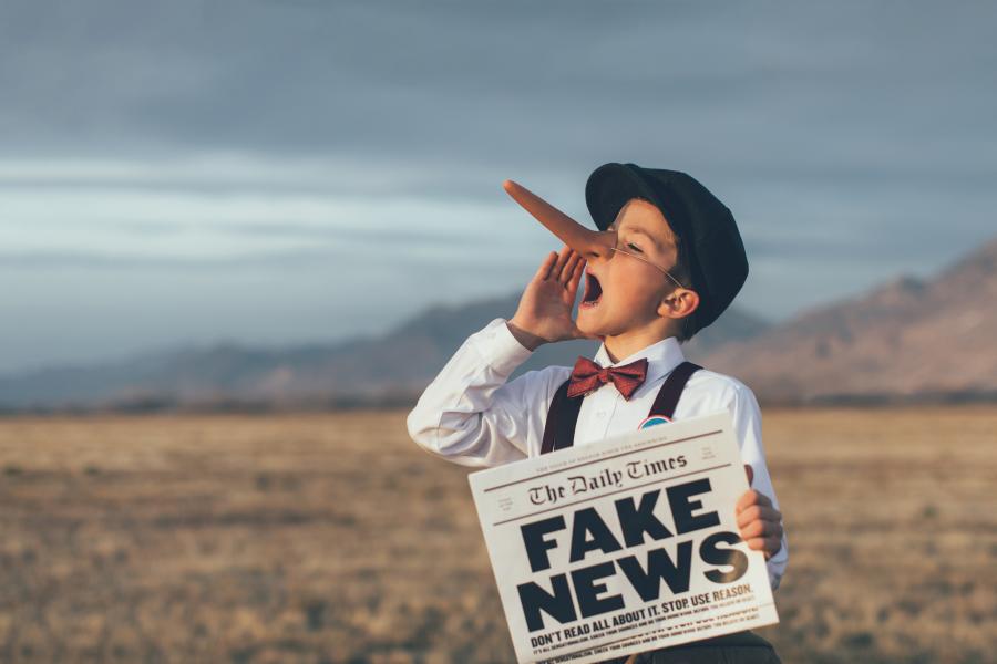 Evropska komisija podala smernice za preprečevanje širjenja lažnih novic