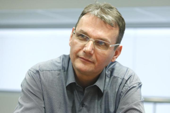 Podobnik vabi Janšo in Čeferina v PoS