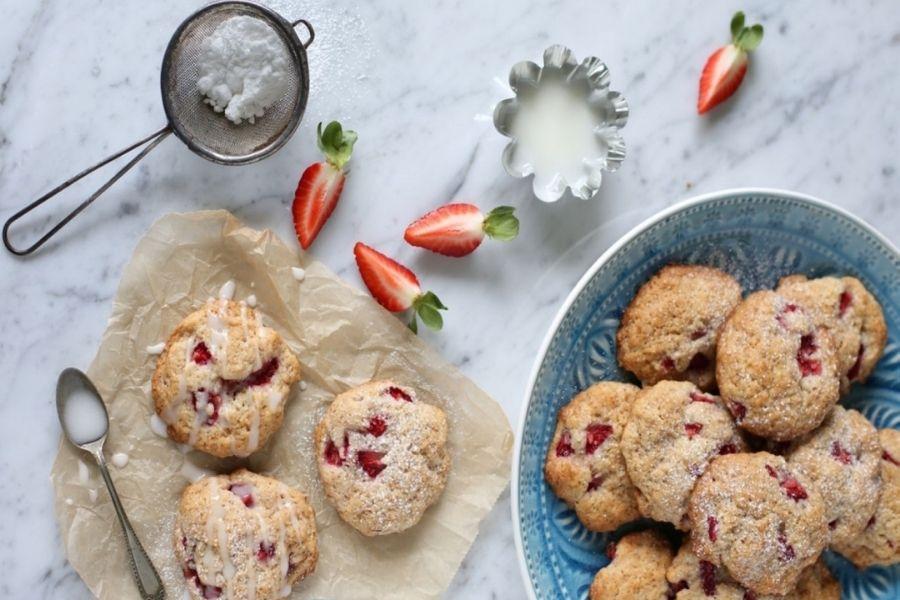 Piškoti z jagodami in vaniljo. Vir slike: Odprtakuhinja.