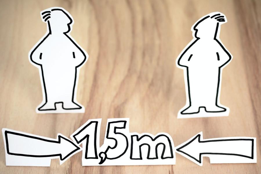 Medosebna razdalja med osebami, ki ne bosta na sediščih, bo morala biti najmanj 1,5 metra.