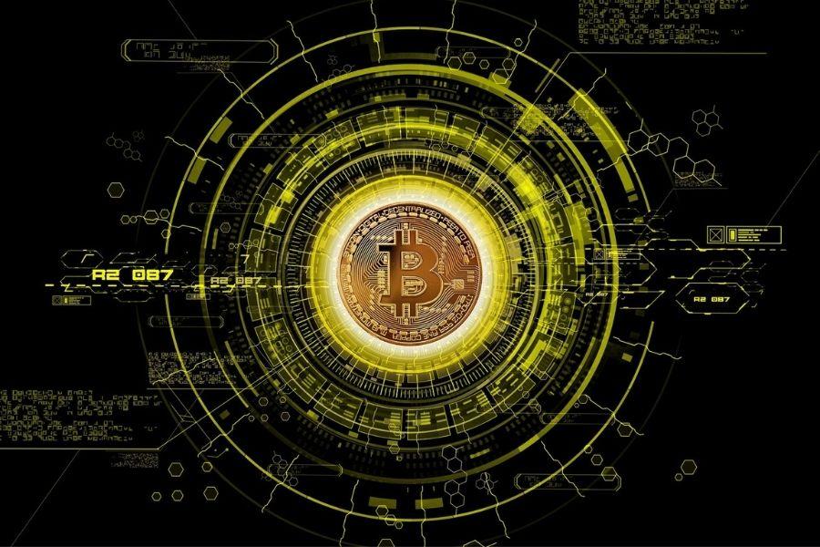 Prevare se začnejo z lažnimi oglasi o bajnih zaslužkih s kriptovalutami, v katerih goljufi zlorabijo podobe znanih oseb, ki jim podtaknejo neresnične izjave. Rezultat zlorabe pa so pogosto veliki stroški. Vir slike: Pixabay.