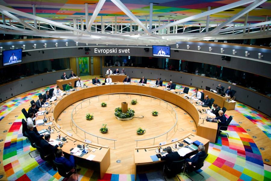 Če želite javne seje sveta lahko spremljate v živo v vseh jezikih EU.