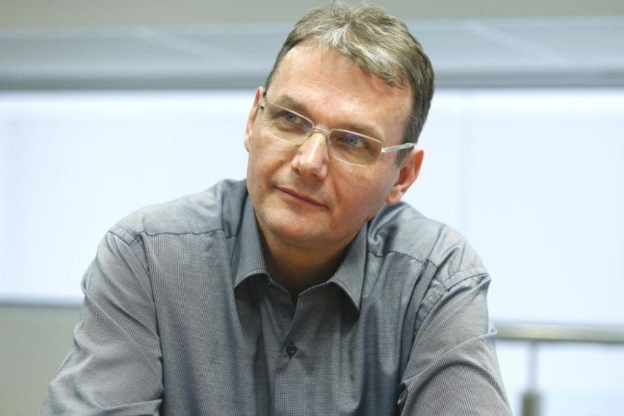 Predsednik SLS Marjan Podobnik je tako prepričan, da bo gibanje PoS dobilo več kot 15 poslancev, da sprejema stave. Vir slike: Delo, foto: Aleš Černivec.