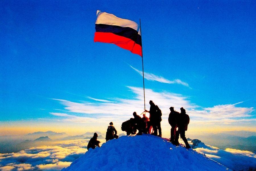 Pridi v gore: 30 vrhov za 30 let