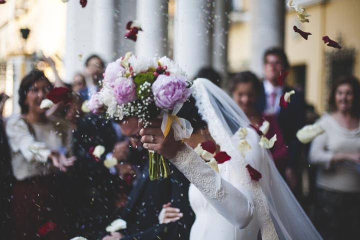 Zakaj se verni pari poročajo dvakrat?