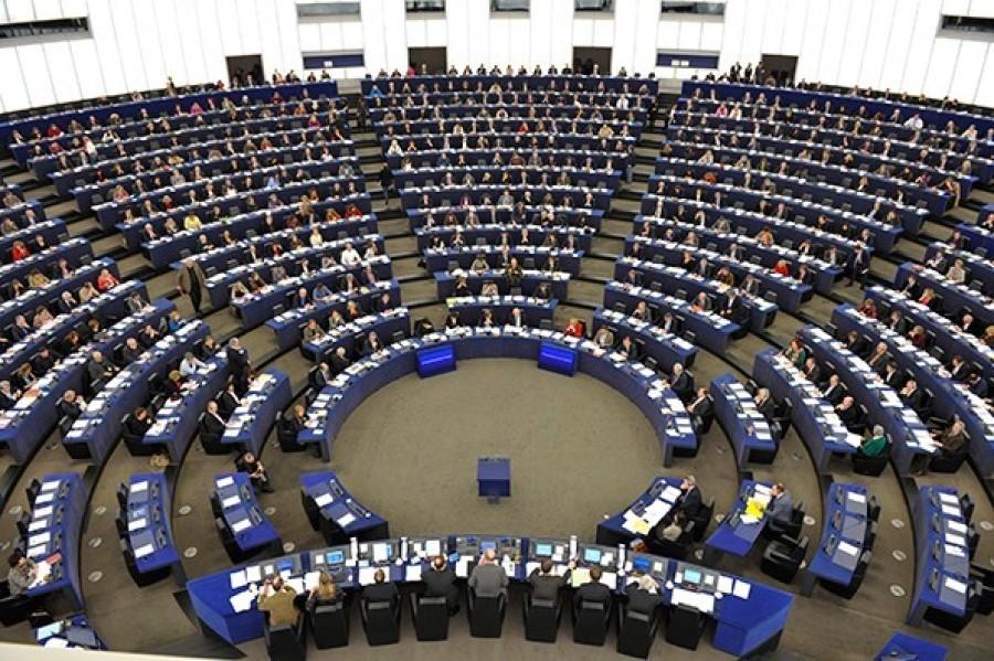 Slovenija je v času odkar je članica EU sprejela že kopica pravnih aktov EU. Vsak pravni akti ima svoj pomen in niso vsi za Slovenijo zavezujoči.