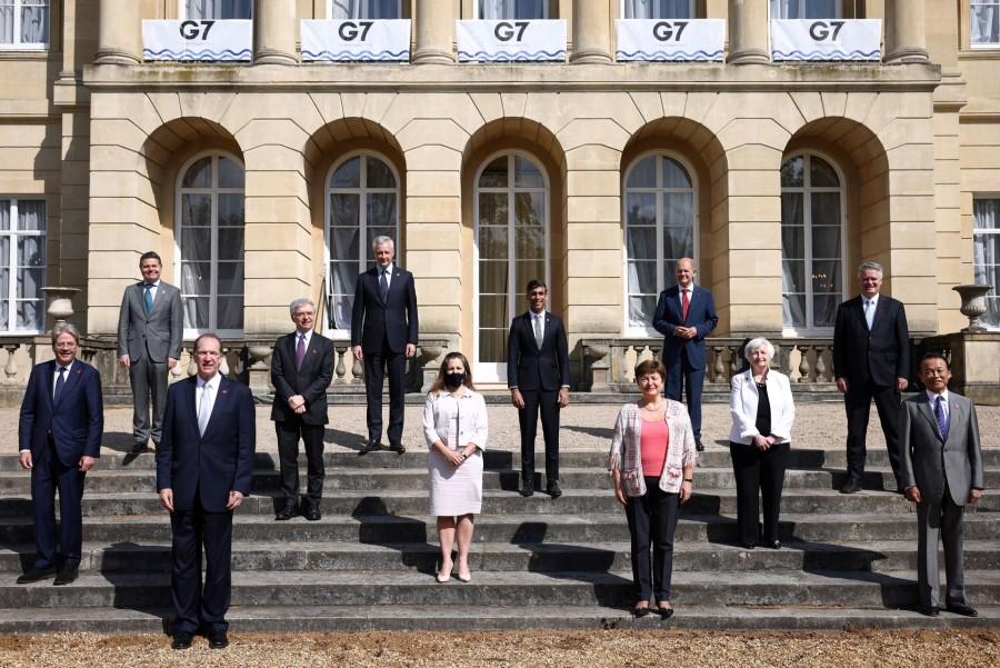 »Finančni ministri skupine G7 smo dosegli zgodovinski dogovor o reformi globalnega davčnega sistema, ki bo skladen z digitalno dobo, v kateri živimo,« je po sestanku naznanil britanski finančni minister Rishi Sunak.