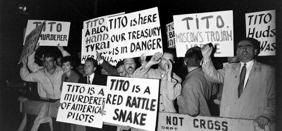To so bili časi pred 4. majem 1980, ko so bili državljani Jugoslavije zares čustveno navezani na svojega voditelja, ki mu lahko mirno rečemo tudi ugrabitelj državljanov.