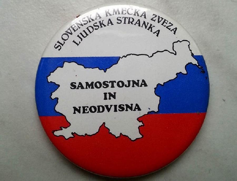 Promocijska značka SKZ ob plebiscitu o samostojnosti Slovenije iz decembra 1990. Vir slike: Wikipedia.