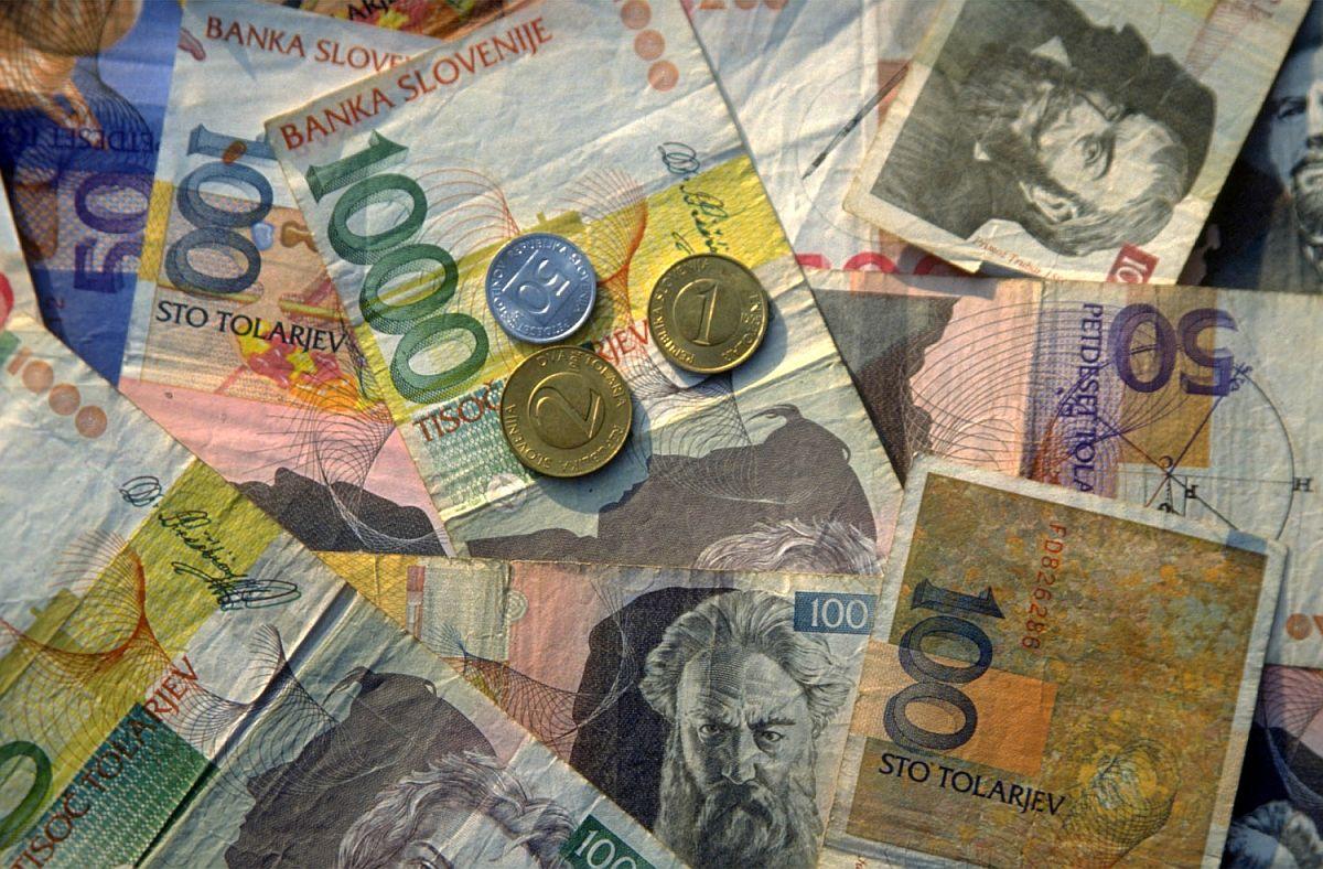 Osamosvojitev Slovenije in uvedba lastne valute