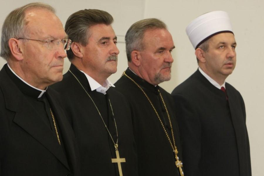 Vlada je ukinila urad za verske skupnosti