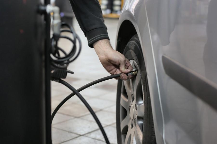 Za vzdrževanje avtomobila je potrebno redno pregledovanje pnevmatik.