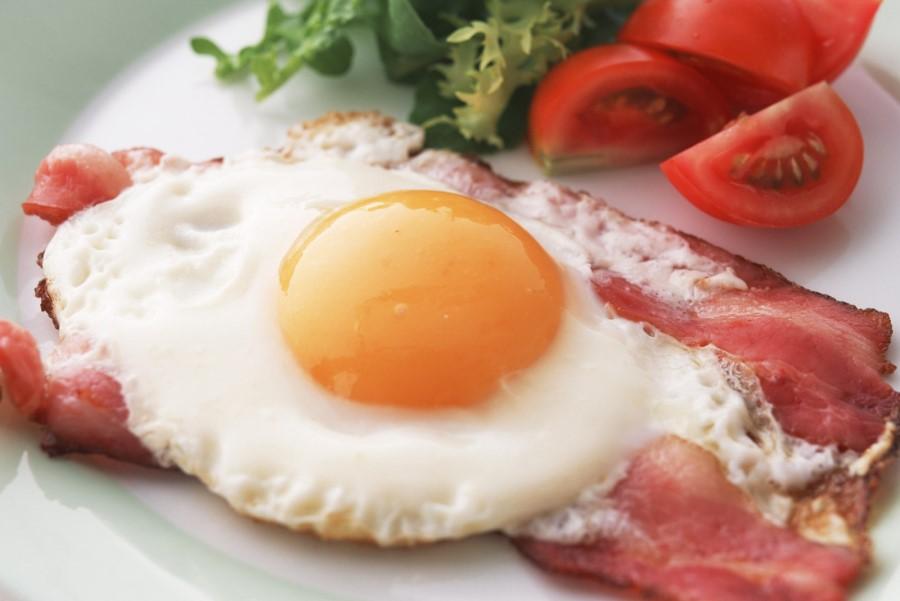 Jajca s slanino.