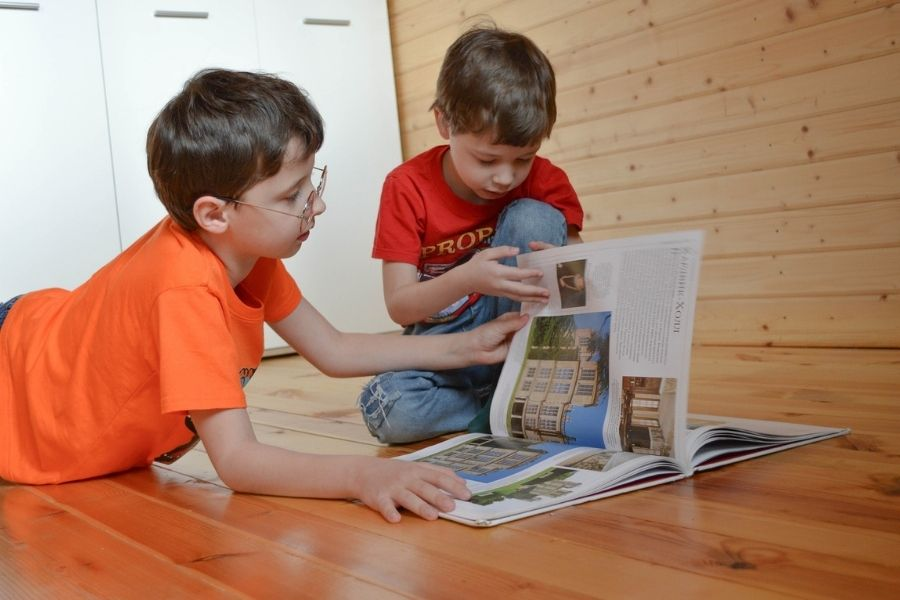 Pri šolanju na domu pa ima vajeti v rokah starš. Vir slike: Pixabay.