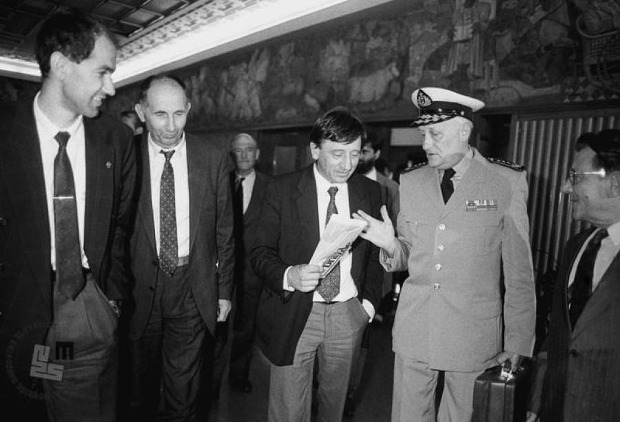 Idejni oče za organiziranje kmetov v politično gibanje je bil dr. Franc Zagožen, ki je zamisel objavil v Mladini februarja leta 1988. Z njegovim študentom Emilom Erjavcem sta k sodelovanju povabila Ivana Pučnika, brata kasnejšega predsednika Demosa dr. Jožeta Pučnika in kmeta iz Zminca, Ivana Omana.