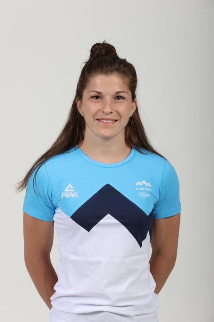 Maruša Štangar je bila rojena 1998 v Ljubljani. Nastopa v težinski kategoriji do 48 kg