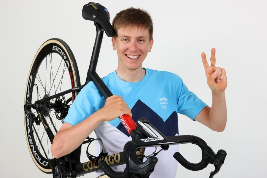 Tadej Pogačar je bil rojen leta 1998 na Klancu pri Komendi in je najmlajši kolesar v slovenski ekipi na olimpijskih igrah v Tokiu.