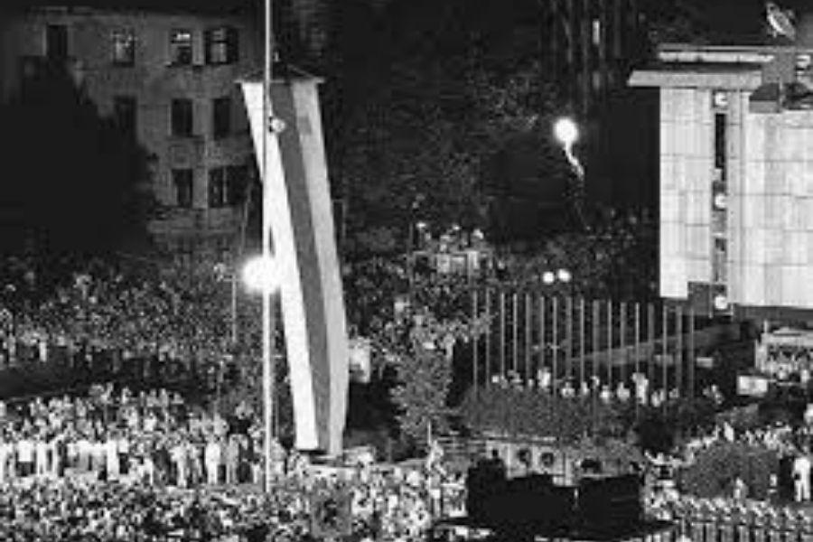 Velika množica nas je 26. junija na slovesnosti na Trgu republike počastila razglasitev samostojne Slovenije.