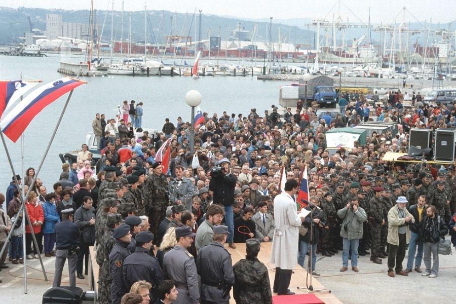 25. oktobra 1991 so zadnji vojaki JLA odšli iz Slovenije, iz Kopra.