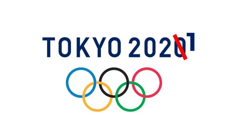 Na OI v Antwerpnu leta 1920 so prvič izobesili olimpijsko zastavo, ki jo je leta 1913 skiciral in predložil MOK v sprejem Pierre de Coubertin. Zastava je bele barve (simbol miru) in vsebuje olimpijski znak.