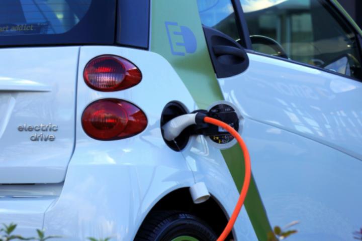 Polnjenje električnega avtomobila