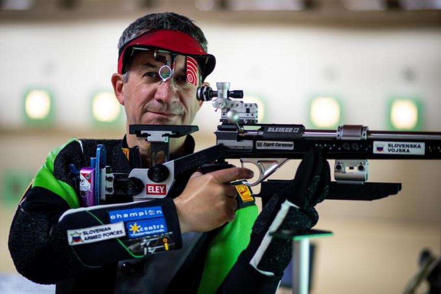 Slovenci so na OI nastopali samo v preciznem streljanju s puško. V teh disciplinah je tekmoval Rajmond Debevec.