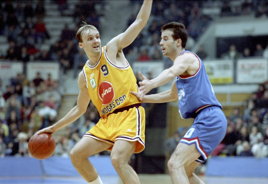 Evropsko prvenstvo v košarki v Rimu je zapustil Jure Zdovc, Jugoslavija pa je kasneje zaigrala v finalu in bila evropska zmagovalka. Medaljo, ki si jo je takrat zaslužil je potem dobil 25 let kasneje, ob slovesu v Ljubljani.