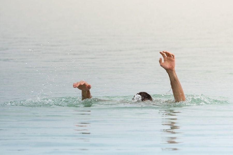 Na kaj morate biti pozorni ob vodi in kako rešujete utapljajočega