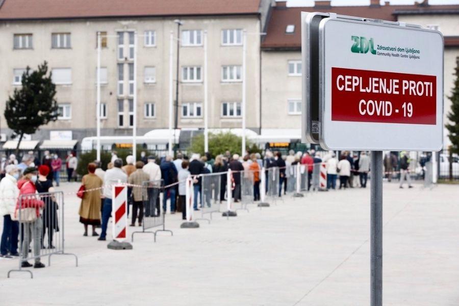 Cepilni centri bodo delovali tudi preko vikenda. Včeraj se je za cepljenje odločilo 19.160 ljudi. Vir slike: 24.ur. Foto: Aljoša Kravanja.