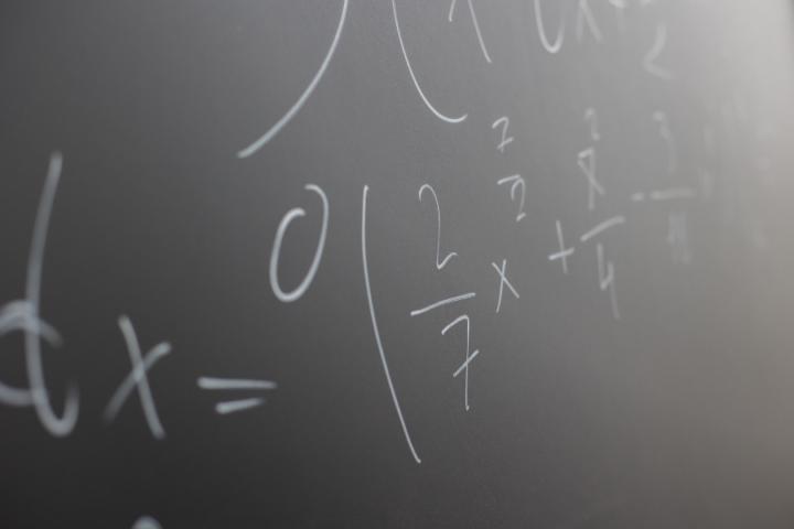 Nazaj v šolo: Ali znate števila s ponavljajočimi decimalkami napisati v obliki ulomka?